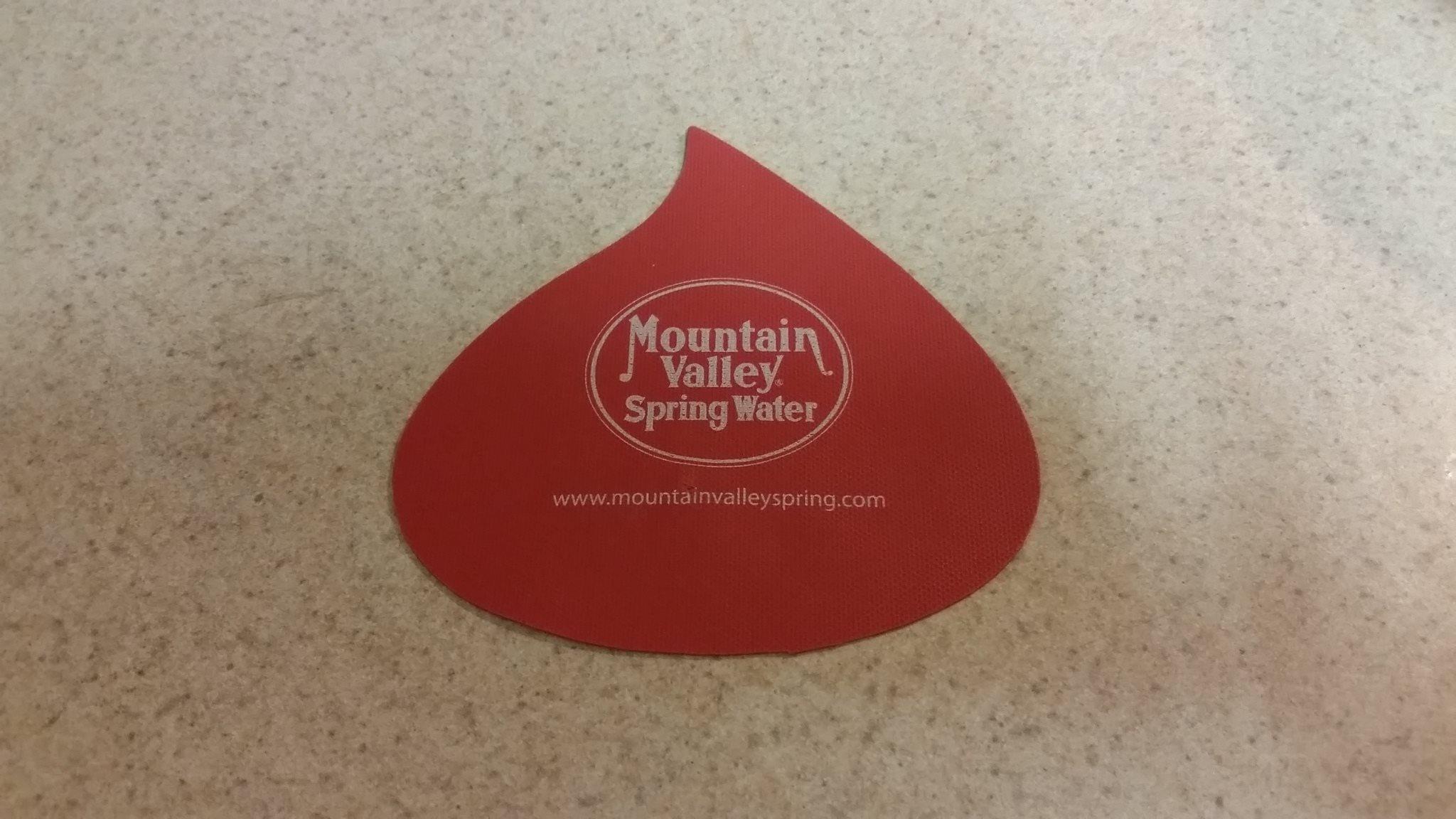 Water drop shaped jar opener